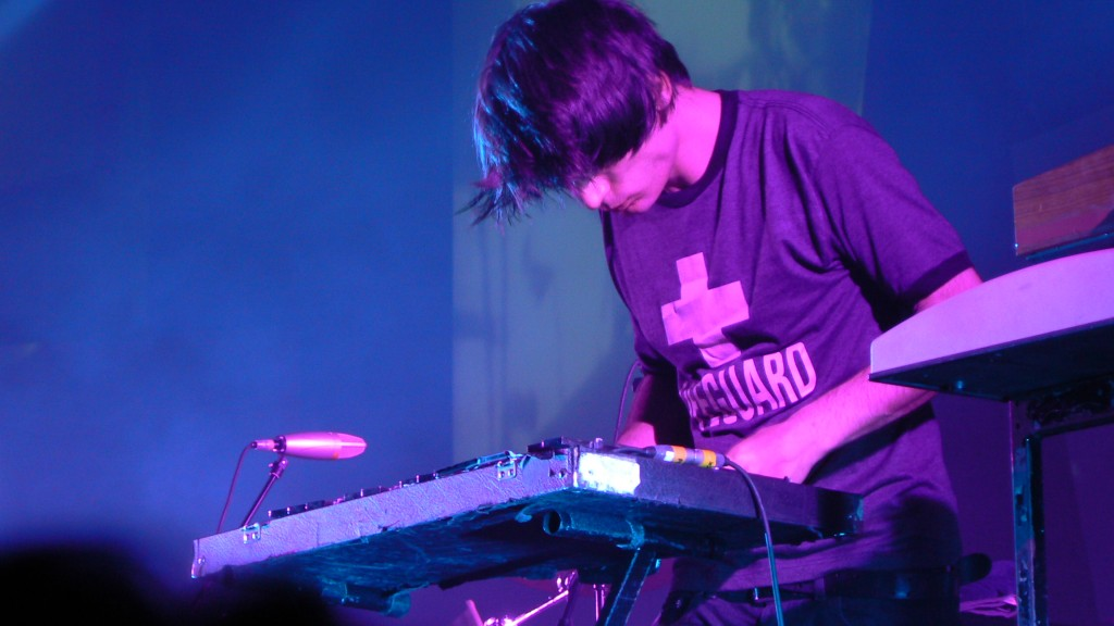 Jonny_Greenwood_Synth_(Amsterdam)